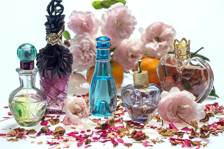 Find din dameparfume til hverdag og til fest